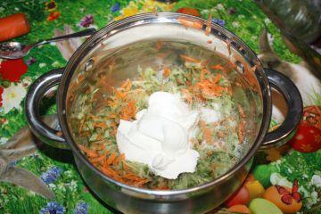 Uborkás-répás saláta