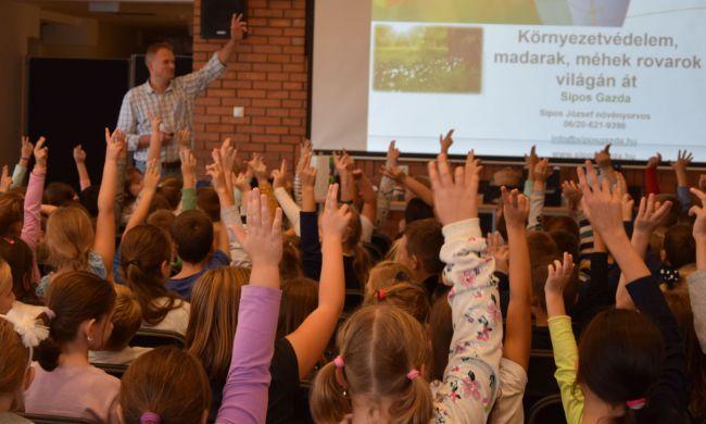 Ismeretterjesztő előadás gyerekeknek az állatok világnapján