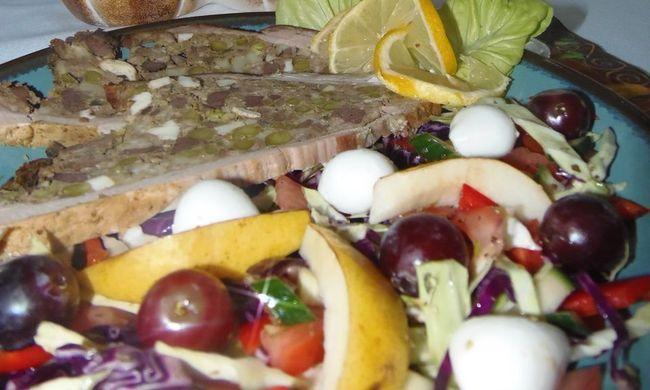 Töltött dagadó őszi salátával