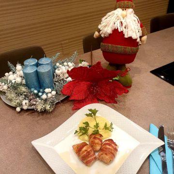 Advent második vasárnapi menü | Aszalt szilvás csirkefalatok baconba tekerve fokmagymás burgonyapürével
